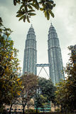 Kuala Lumpur petronas torn kopplar samman modern skyskrapa för arkitektur Royaltyfri Bild