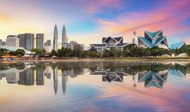 Kuala Lumpur, skyline de Malásia no parque de Titiwangsa Fotografia de Stock Royalty Free