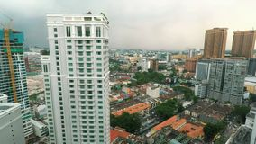 Kuala Lumpur Skyline i en molnig grå dag arkivfilmer
