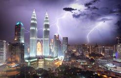 Kuala Lumpur-Skyline am Nachtsturm Lizenzfreie Stockfotografie