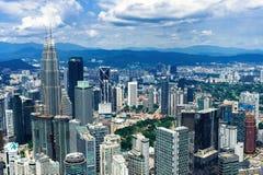 Kuala Lumpur stadshorisont med skyskrapor royaltyfria bilder
