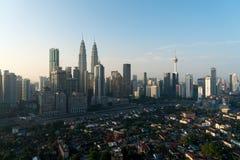 Kuala Lumpur stadshorisont och skyskrapor som bygger p? centret f?r aff?rsomr?de i Kuala Lumpur, Malaysia askfat royaltyfria foton