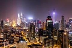 Kuala Lumpur stadssikt på natten Arkivbilder