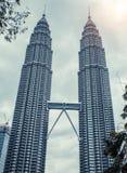 Kuala Lumpur torn kopplar samman modern skyskrapa för arkitektur Royaltyfri Fotografi
