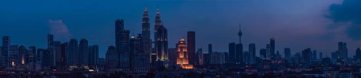 Kuala- Lumpurskyline nachts, Malaysia, Kuala Lumpur sind ernstlich lizenzfreie stockfotos