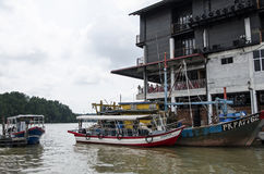 KUALA SEPETANG, MALAYSIA- 5 APR,2015: The Kuala Sepetang Jetty with boats, and seafoods restaurant is a famous tourists stop at Ku Royalty Free Stock Photos