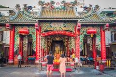 Kuan Im Shrine Thian Fah fundamentsjukhus på den Yaowarat vägen i Bangkok, Thailand royaltyfria bilder
