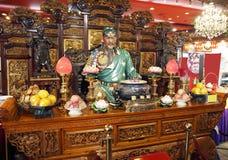 Kuan Kung en restaurante chino. Fotos de archivo
