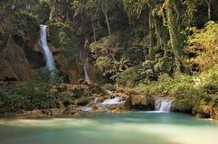 kuang老挝si tad瀑布 免版税图库摄影