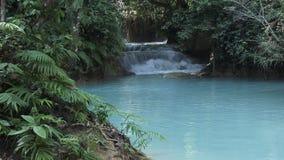 Kuang Si Falls dans Luang Prabang, Laos banque de vidéos