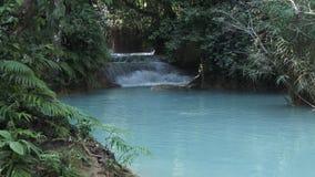 Kuang Si Falls en Luang Prabang, Laos almacen de video