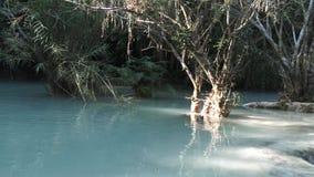 Kuang Si Falls en Luang Prabang, Laos almacen de metraje de vídeo
