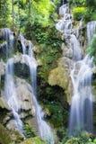 Kuang Si vattenfall Arkivfoto