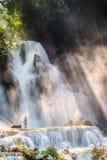 Kuang-Si-Wasserfall morgens Stockfoto