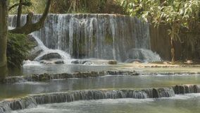 Kuang Si Waterfall en Luang Prabang, Laos en la cámara lenta metrajes