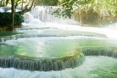 Kuang Si Waterfall nära Luang Prabang, Laos Royaltyfri Bild