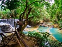Kuang Si Waterfall nära Luang Prabang, nordliga Laos: Februari royaltyfri bild