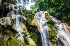 Kuang Si Waterfalls (oder Kuang Si Waterfalls) in Luang Prabang, Stockfotografie