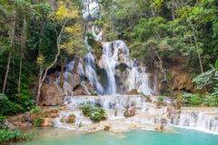 Kuang Si-watervallen dichtbij Luang Prabang royalty-vrije stock afbeeldingen