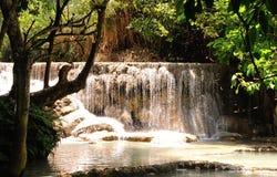 Kuang Si (XI) vattenfall arkivfoton