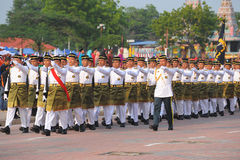 KUANTAN 31-ОЕ АВГУСТА: Малайзийцы участвуют в параде национального праздника, ce Стоковые Изображения RF