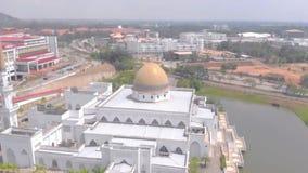 Kuantan, Pahang/Малайзия - 28-ое августа 2018: Мечеть вида с воздуха в университете Малайзии IIUM международном исламском видеоматериал