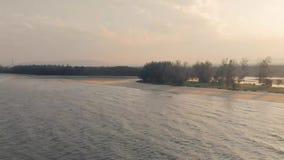 Kuantan Pahang la Malesia 25 agosto 2018, spiaggia aerea di Cherating con il bello tramonto stock footage