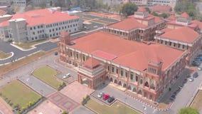 Kuantan, Pahang/Malasia - 28 de agosto de 2018: Edificio principal de la visión aérea en la universidad islámica internacional Ma almacen de metraje de vídeo