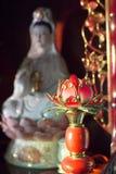 Kuanyin och lotusblommastaty Royaltyfri Bild
