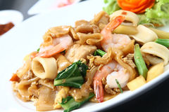 Kuay teow phat see eiw (Thai stir fried noodle with seafood). Stir fried noodle with seafood Royalty Free Stock Photos