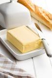 Kub av smör med bröd royaltyfri bild