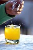 kub tappad glass isfruktsaft Royaltyfri Fotografi