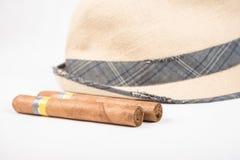Kubański cygaro i kapelusz Obrazy Stock