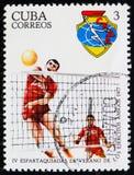 Kubański znaczek pocztowy poświęcać 4 Spartakiada i przedstawienie siatkówki gracze około 1977, Fotografia Royalty Free