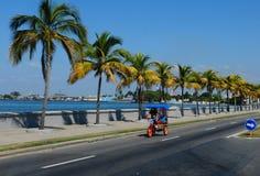Kuba: Cienfuegos Strand-boulevard royaltyfria bilder