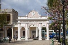 KUBA FEBRUARI 03, 2013: Triumf- båge i Jose Marti Park Cienfuegos fotografering för bildbyråer