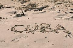 Kuba geschrieben auf den Sand stockbilder