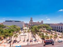 KUBA HAVANNACIGARR - MAJ 5, 2017: Sikt till den huvudsakliga fyrkanten av havannacigarren Top beskådar Kopiera utrymme för text royaltyfri fotografi