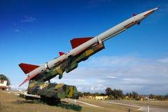 Kuba. Havannacigarr. Utställningen av det sovjetiska vapnet ägnade till minnet av den karibiska krisen (krisen för den kubanska mi Royaltyfri Bild