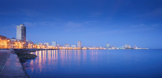 Kuba karibiskt hav, La Habana, havana, horisont på natten royaltyfri foto