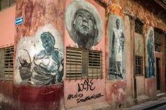 KUBA - 09 Maj 2017: väggväggmålningar av hus Fotografering för Bildbyråer