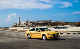 Kuba miasta Audi Hawańskich Starych samochodów Floryda Uliczny ruch drogowy zdjęcie stock