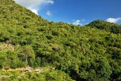 Kuba turist- slinga in i Pico Turquino blast Royaltyfri Foto