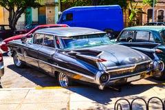 Kubanische Autos Fotos der Weinlese amerikanisch und der sowjetischen Autos hergestellt in den Straßen von Havana stockfoto