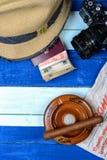 Kubanische nationale Einzelteile auf Flaggenhintergrund Lizenzfreies Stockbild