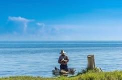 Kubanischer Fischermann bei der Arbeit in Reportage Varaderos Kuba Serie Kuba Stockbilder