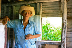 Kubanischer Landwirt mit Strohhut in seiner Kabine Stockbild