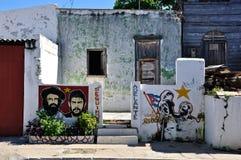 Kubanisches Haus und Graffiti stockbilder