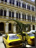 Kubanisches Taxi vor Hotel Mercure Sevilla - Havana, Kuba lizenzfreie stockfotos