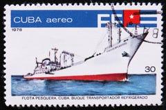 Kubansk biltransport- och kylskåptrålare, fiskeflottaserie, circa 1978 Arkivfoto